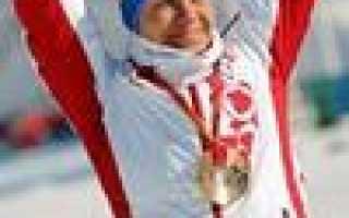 Спортсмены на лыжах. Лыжный спорт в России