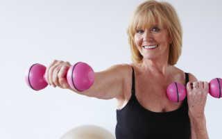 Вместо фитнес-клуба: 10 простых упражнений с гантелями для дома, которые нужно делать в любом возрасте